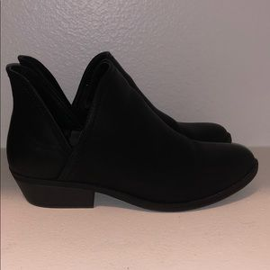 Universal Threads Black Booties